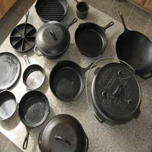 чугунная-посуда-на-кухне